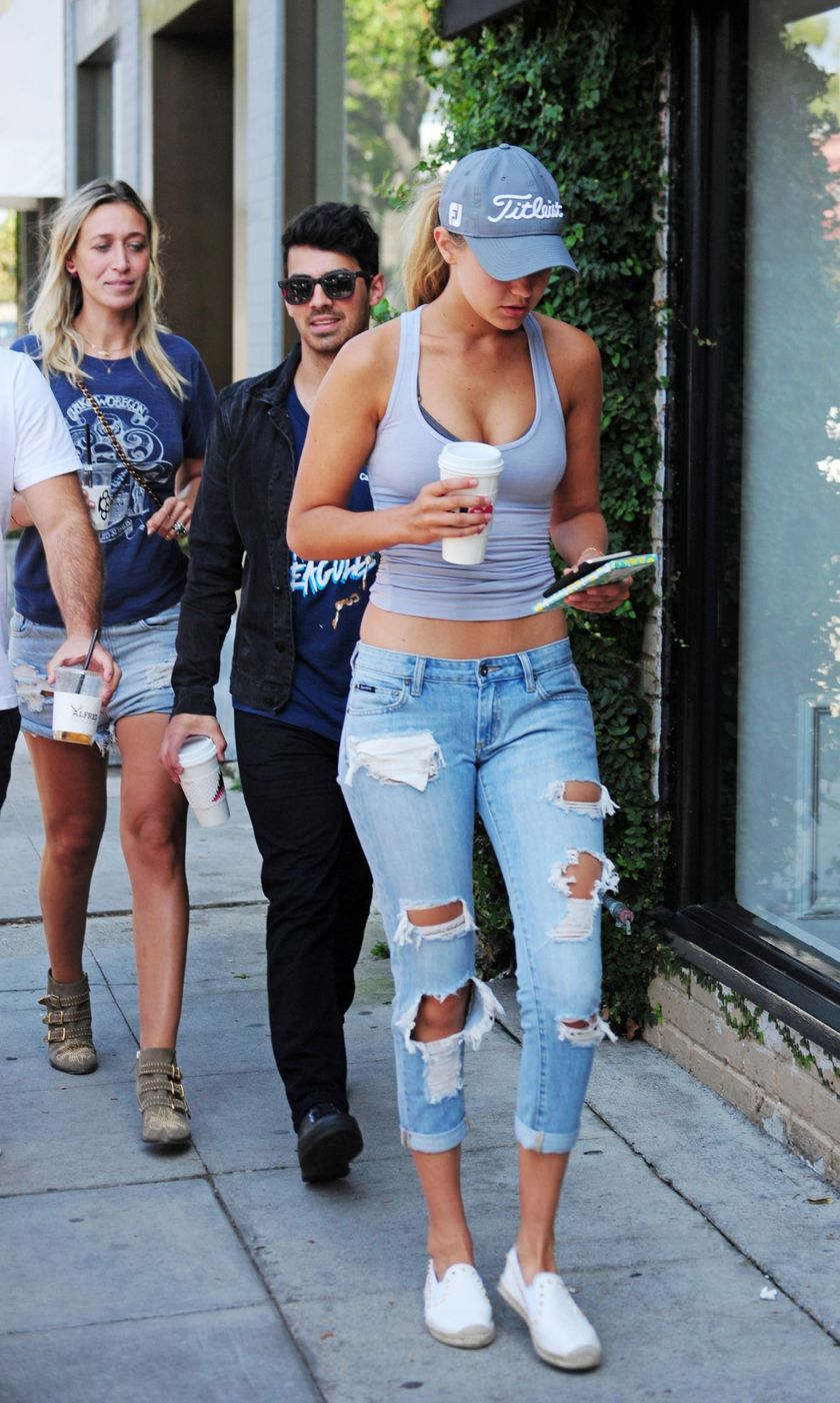 Gigi hadid sneakers outfit on the street 30
