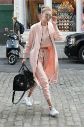 Gigi hadid sneakers outfit on the street 32