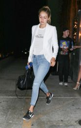 Gigi hadid sneakers outfit on the street 42