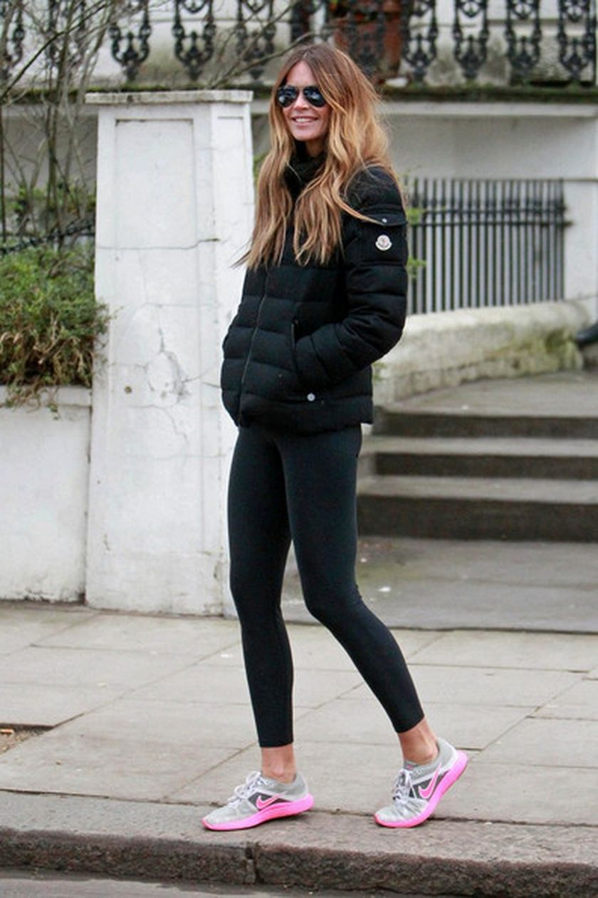 Sporty black leggings outfit and sneakers 13