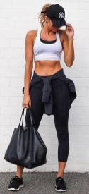 Sporty black leggings outfit and sneakers 23