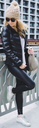 Sporty black leggings outfit and sneakers 67