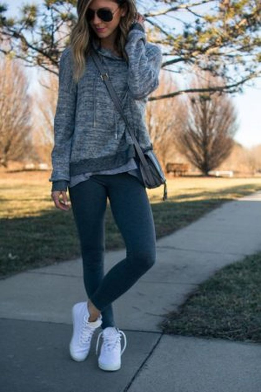 Sporty black leggings outfit and sneakers 91