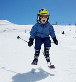 Adorable skiing outfit for your lovely kids 36