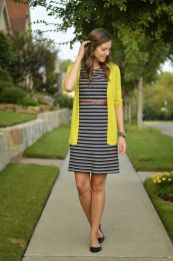 Casual black white striped midi dress outfit 18
