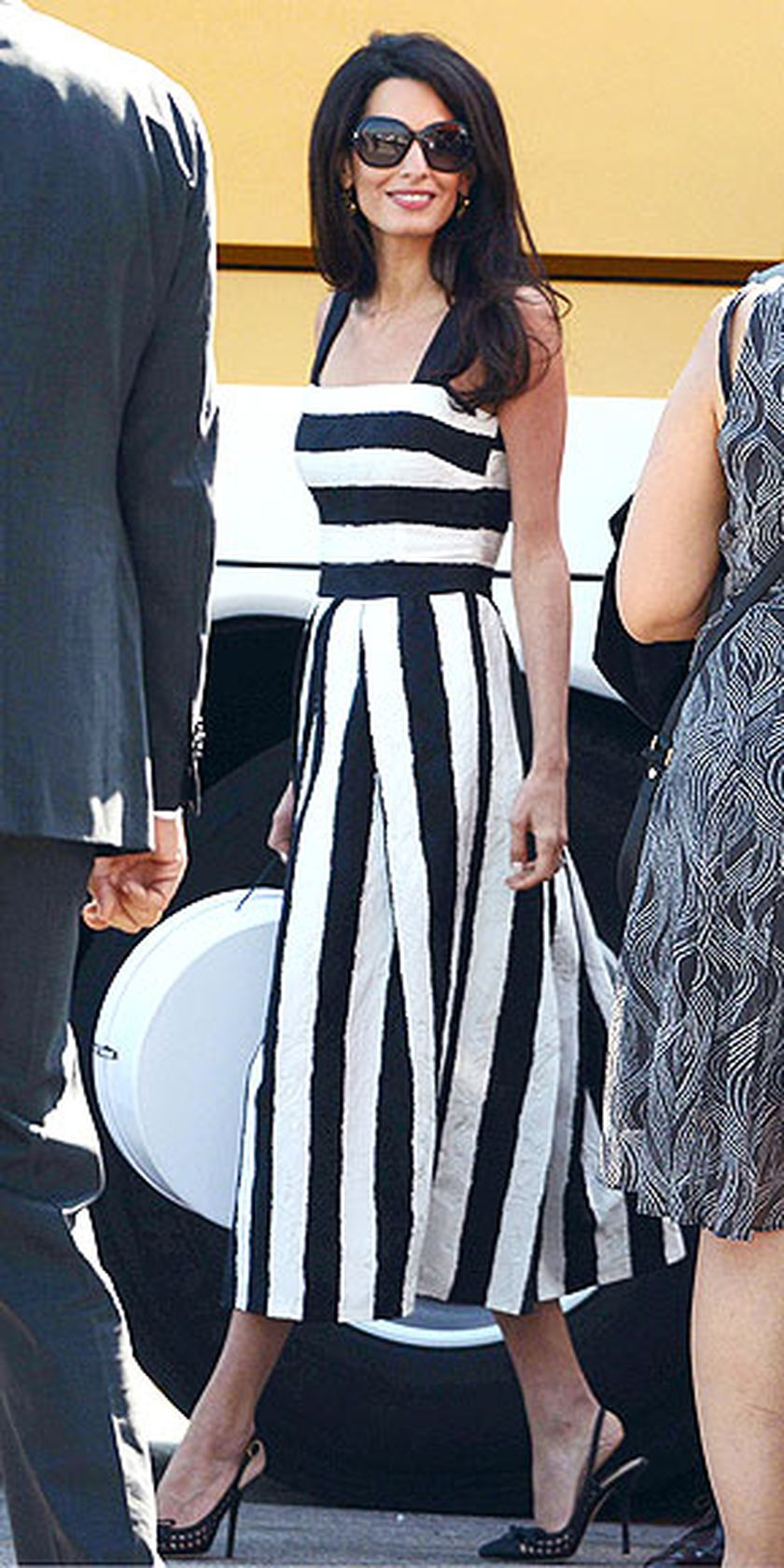 Casual black white striped midi dress outfit 26