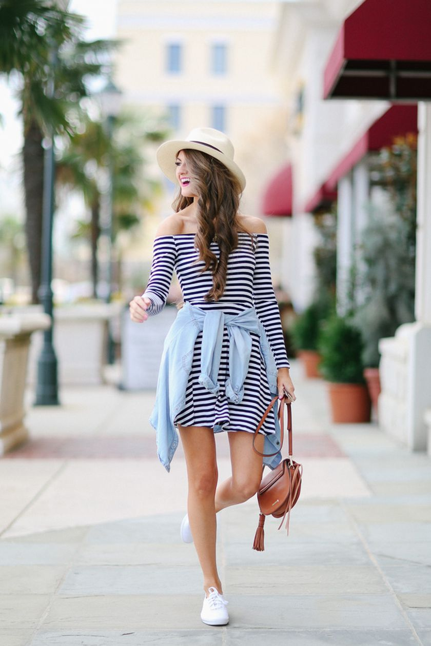 Casual black white striped midi dress outfit 32