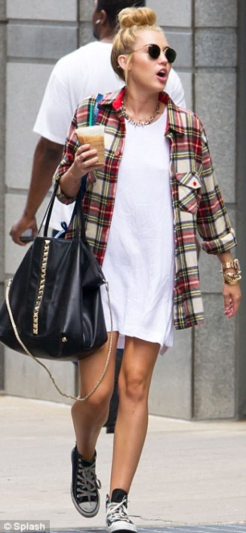 Cute oversized t shirt outfit styles 17