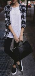 Cute oversized t shirt outfit styles 23