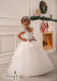 Gorgeous flower girl lace dresses ideas 17