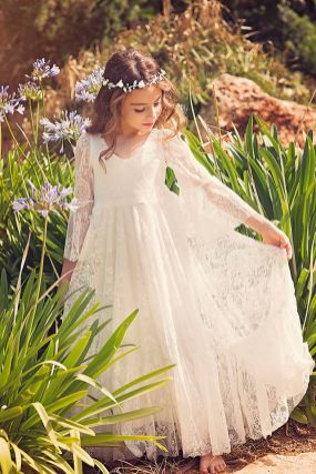 Gorgeous flower girl lace dresses ideas 26