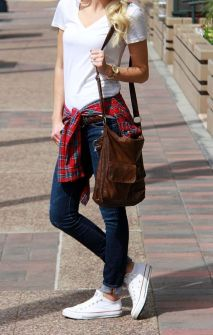 How to wear white sneaker for spring outfits 22