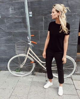 How to wear white sneaker for spring outfits 7