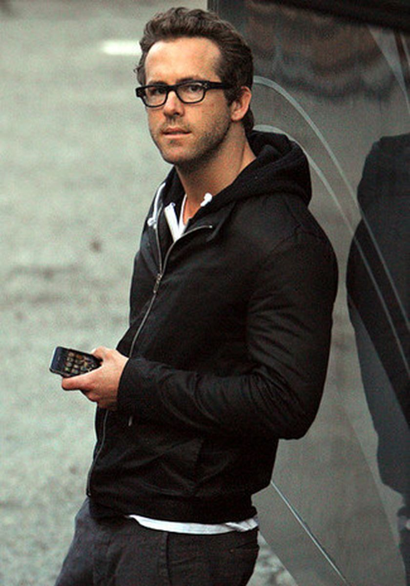 Ryan reynolds casual outfit style 17