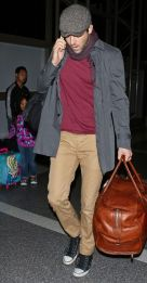 Ryan reynolds casual outfit style 36
