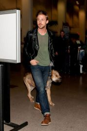 Ryan reynolds casual outfit style 40