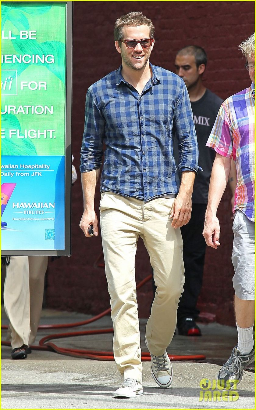 Ryan reynolds casual outfit style 9