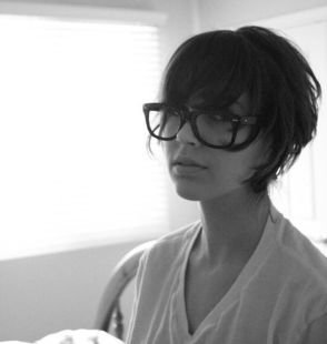 Short hair pixie cut hairstyle with glasses ideas 1
