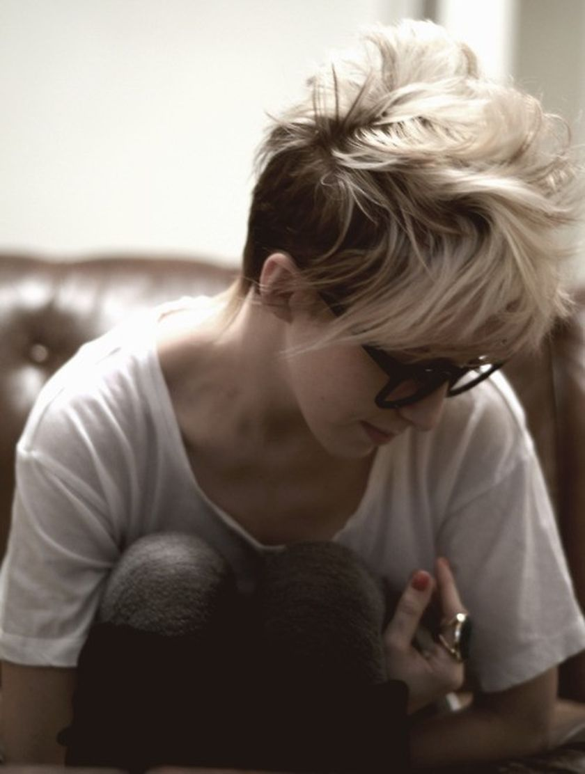 Short hair pixie cut hairstyle with glasses ideas 18