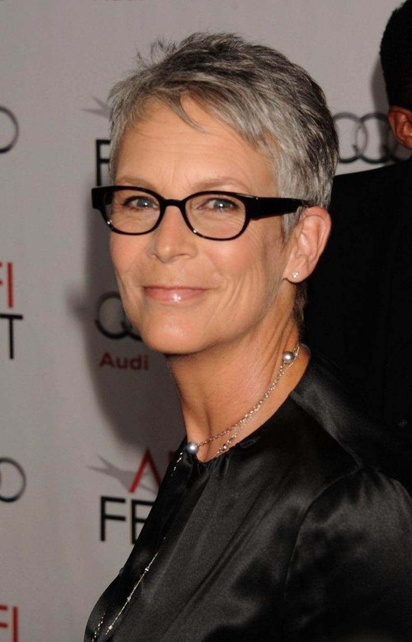 Short hair pixie cut hairstyle with glasses ideas 25
