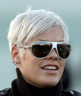 Short hair pixie cut hairstyle with glasses ideas 27