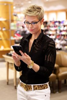 Short hair pixie cut hairstyle with glasses ideas 29