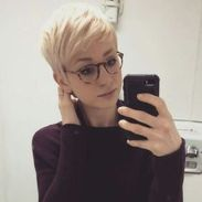 Short hair pixie cut hairstyle with glasses ideas 46