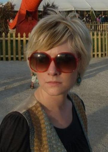 Short hair pixie cut hairstyle with glasses ideas 59