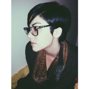 Short hair pixie cut hairstyle with glasses ideas 66
