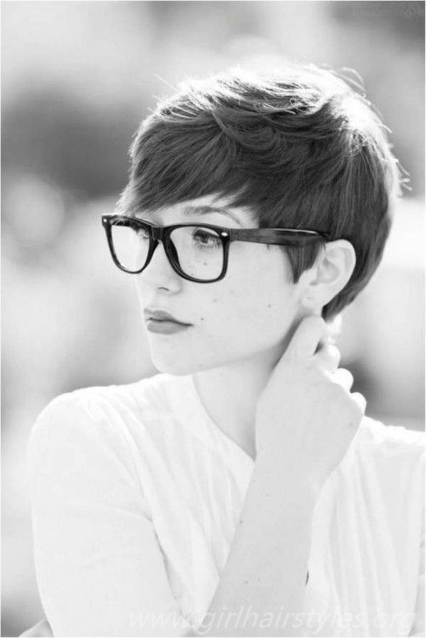 Short hair pixie cut hairstyle with glasses ideas 67