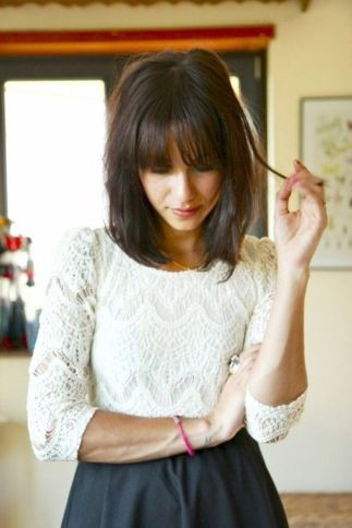 Awesome full fringe hairstyle ideas for medium hair 14