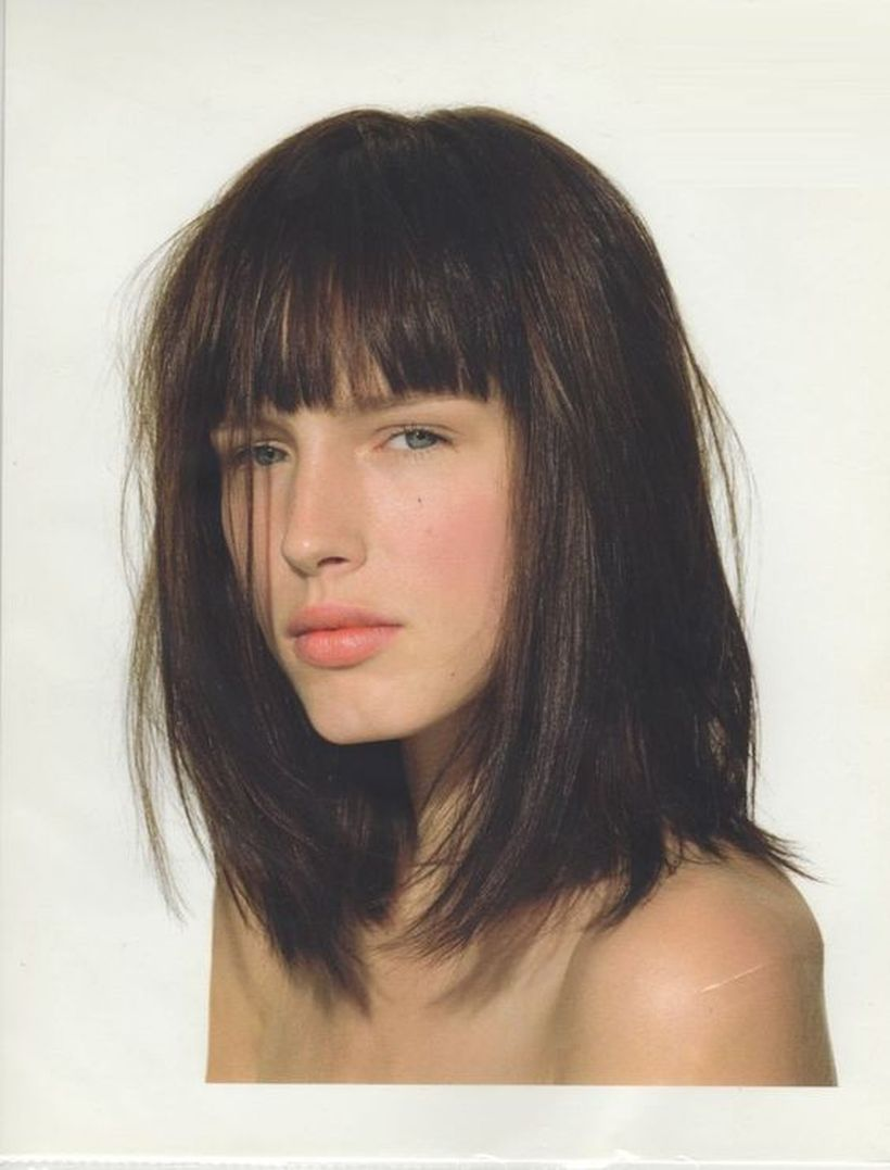Awesome full fringe hairstyle ideas for medium hair 19
