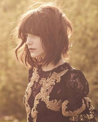 Awesome full fringe hairstyle ideas for medium hair 41