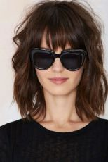 Awesome full fringe hairstyle ideas for medium hair 43