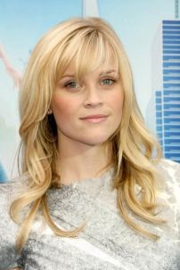 Awesome full fringe hairstyle ideas for medium hair 7
