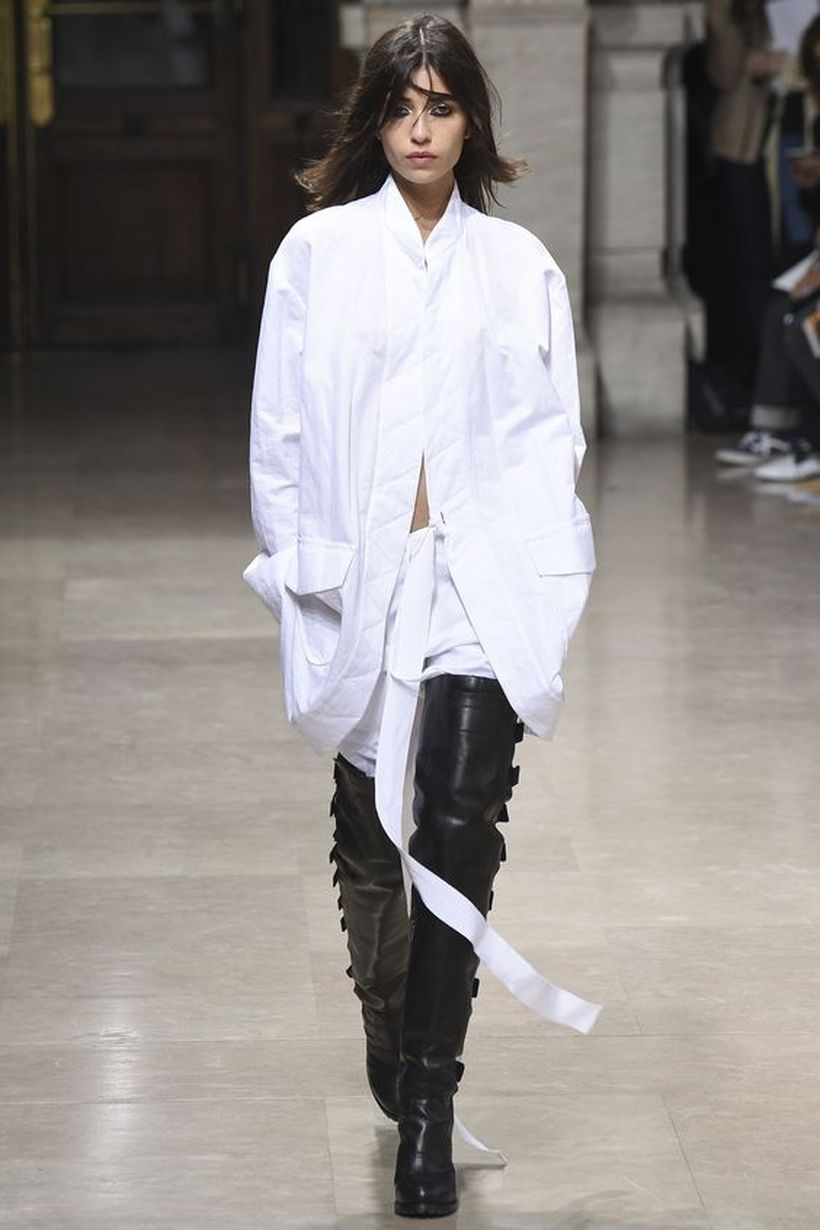 Awesome oversized white shirt outfit style ideas 33