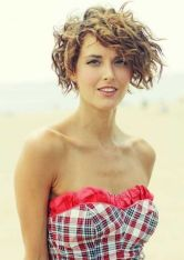 Beautiful curly layered haircut style ideas 10