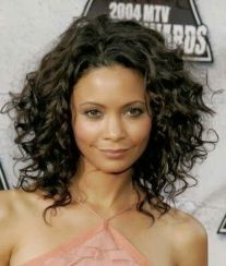 Beautiful curly layered haircut style ideas 25