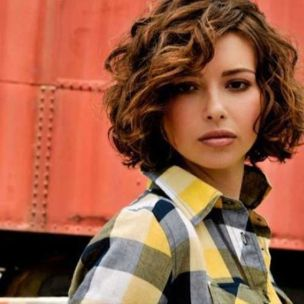 Beautiful curly layered haircut style ideas 28