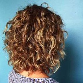 Beautiful curly layered haircut style ideas 30