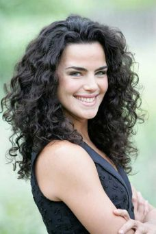 Beautiful curly layered haircut style ideas 5