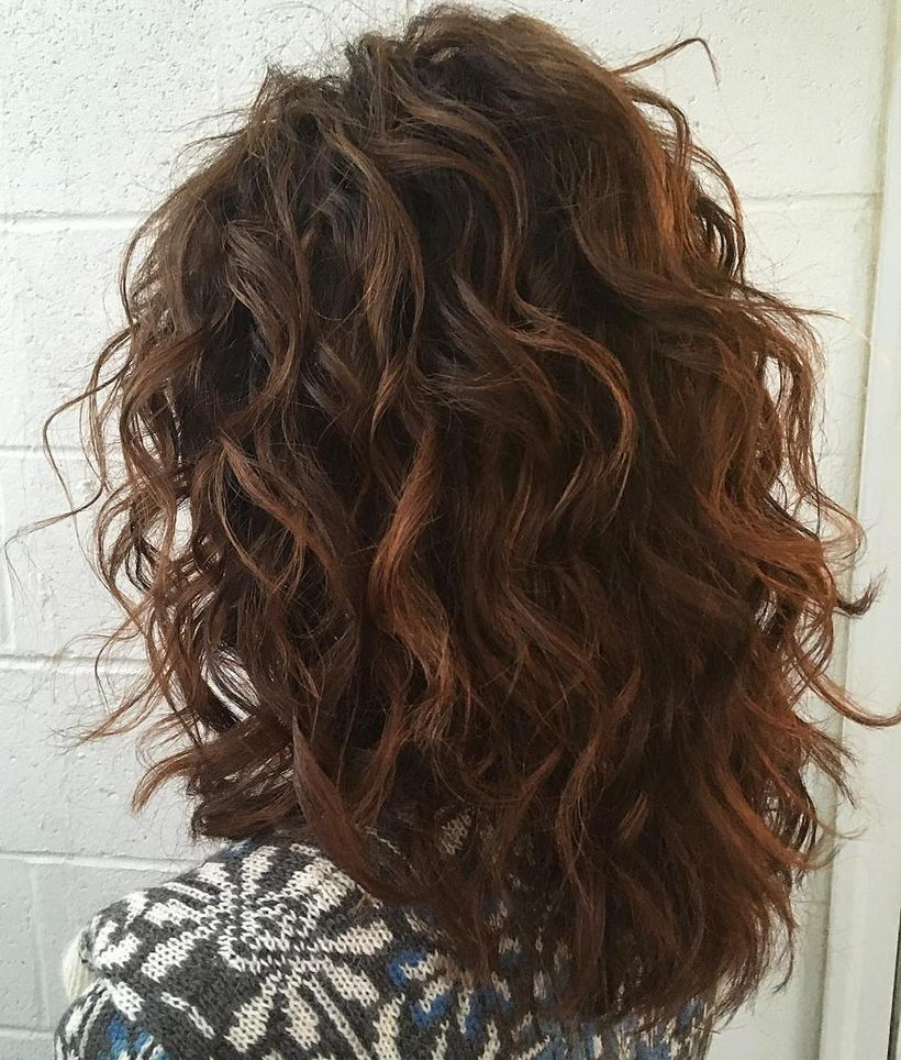 Beautiful curly layered haircut style ideas 55