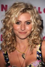Beautiful curly layered haircut style ideas 94