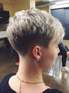 Cool back view undercut pixie haircut hairstyle ideas 54