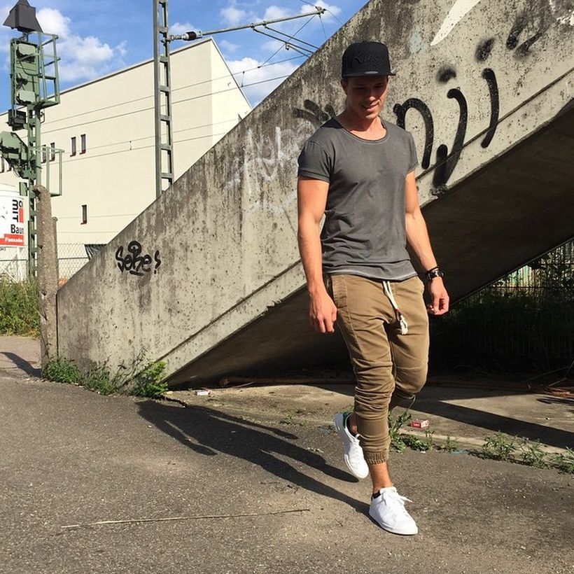 Cool mens joggers outfit ideas 13
