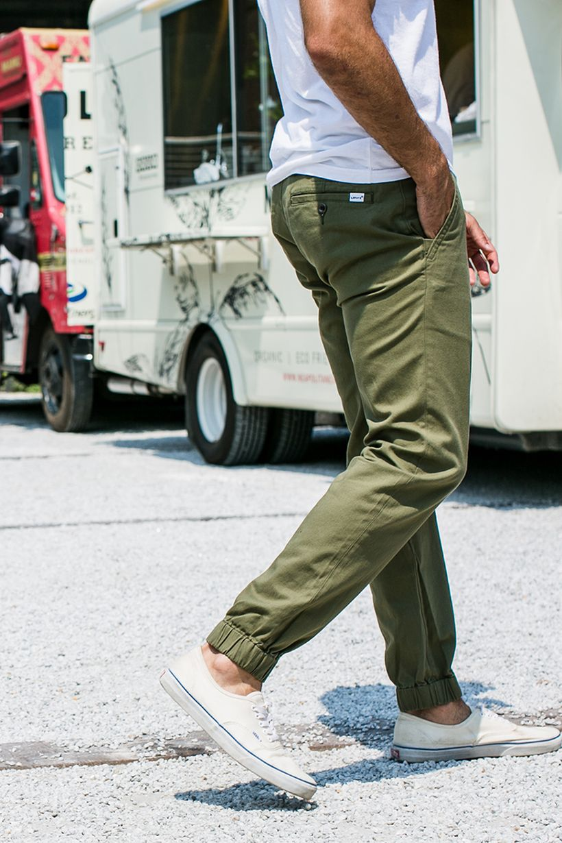 Cool mens joggers outfit ideas 22