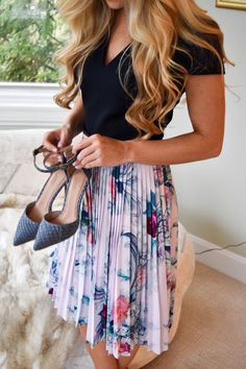 Cool tshirt and skirt for everyday outfits 9