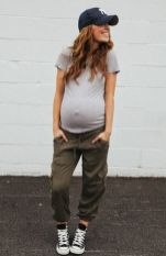 Fashionable maternity fashions outfits ideas 140