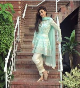 Fashionable muslim pakistani outfits 16