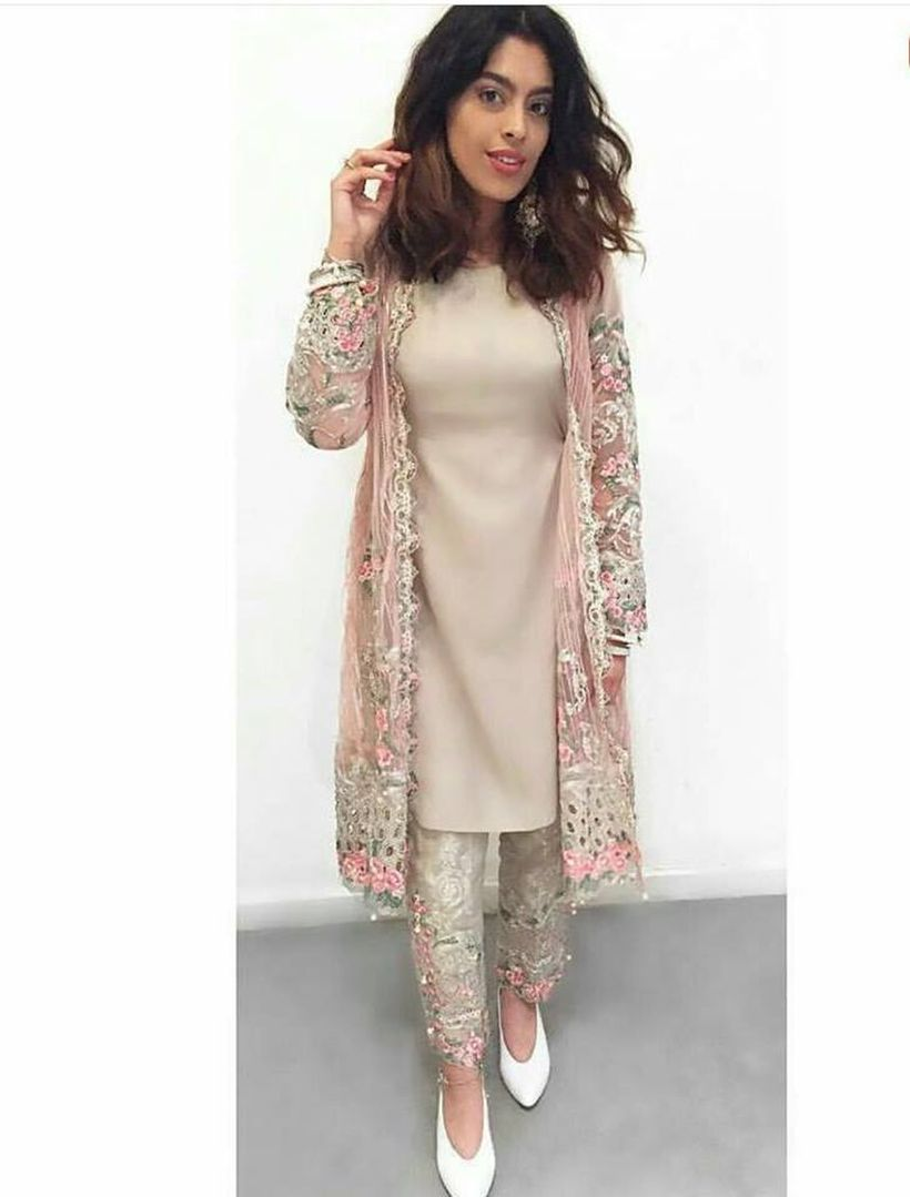 Fashionable muslim pakistani outfits 17